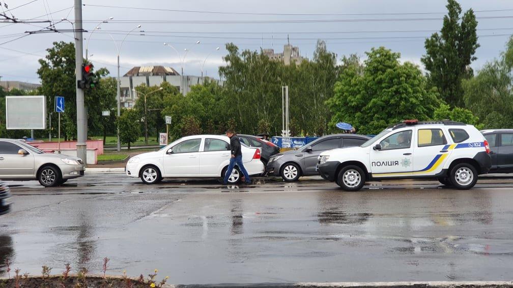 У Сумах зіткнулися три автомобілі, фото-1