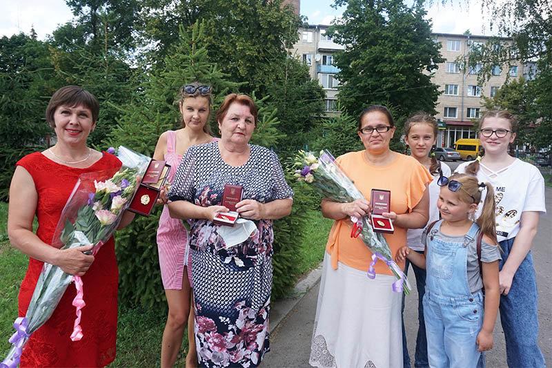 Кілька жінок з Охтирщини отримали почесне звання «Мати-героїня», фото-1