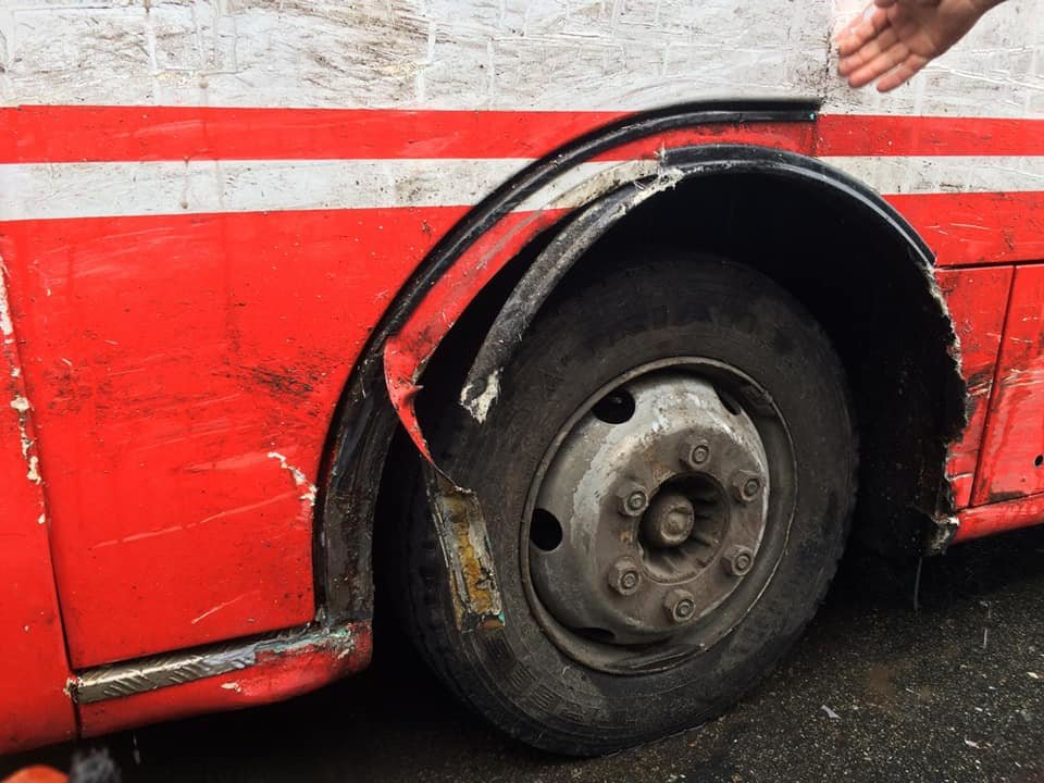 ДТП у Сумах: зіткнулися позашляховик та комунальний автобус, фото-5
