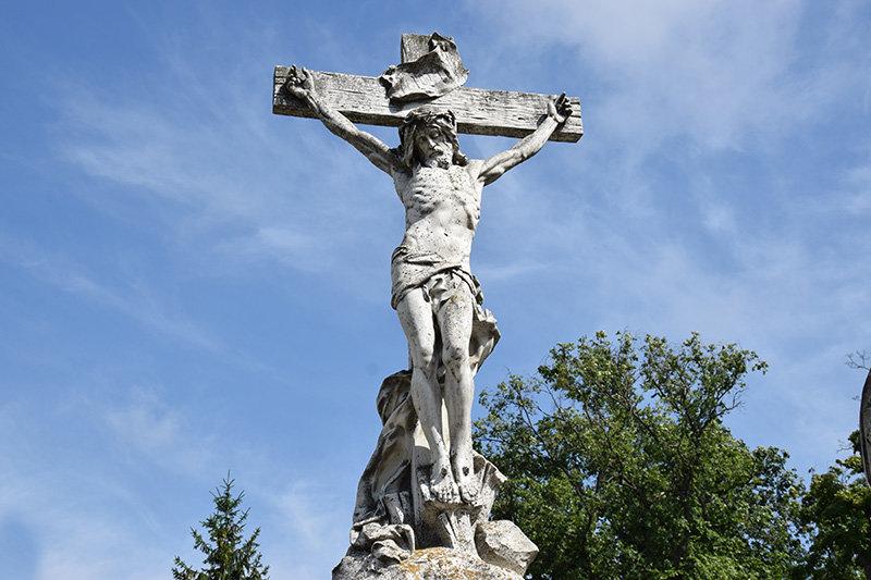 У Сумах очистять скульптури на могилах сім'ї Харитоненків, фото-2