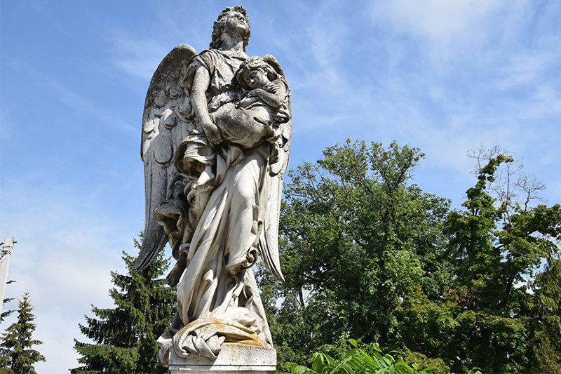 У Сумах очистять скульптури на могилах сім'ї Харитоненків, фото-1