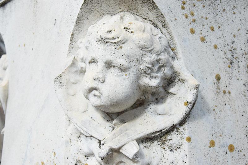 У Сумах очистять скульптури на могилах сім'ї Харитоненків, фото-3