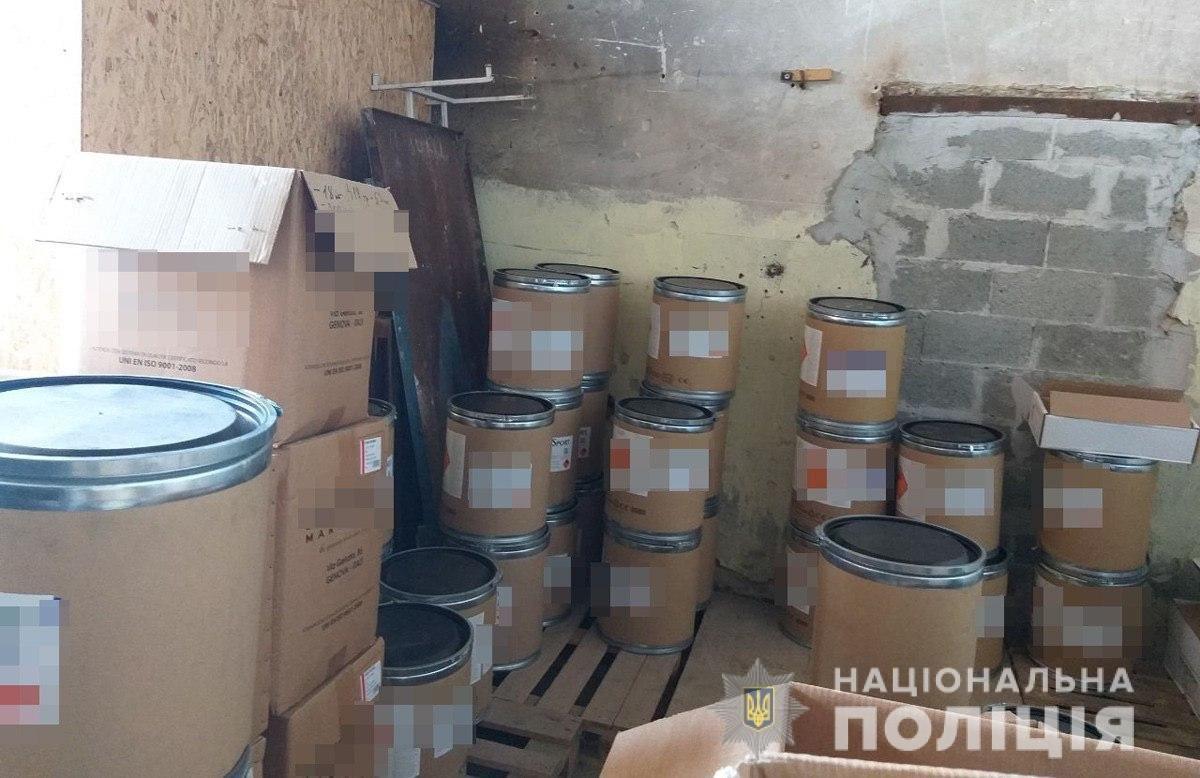 Поліція викрила злочинну організацію, учасники якої незаконно збули чотири тонни пороху з казенного підприємства у Шостці, фото-5