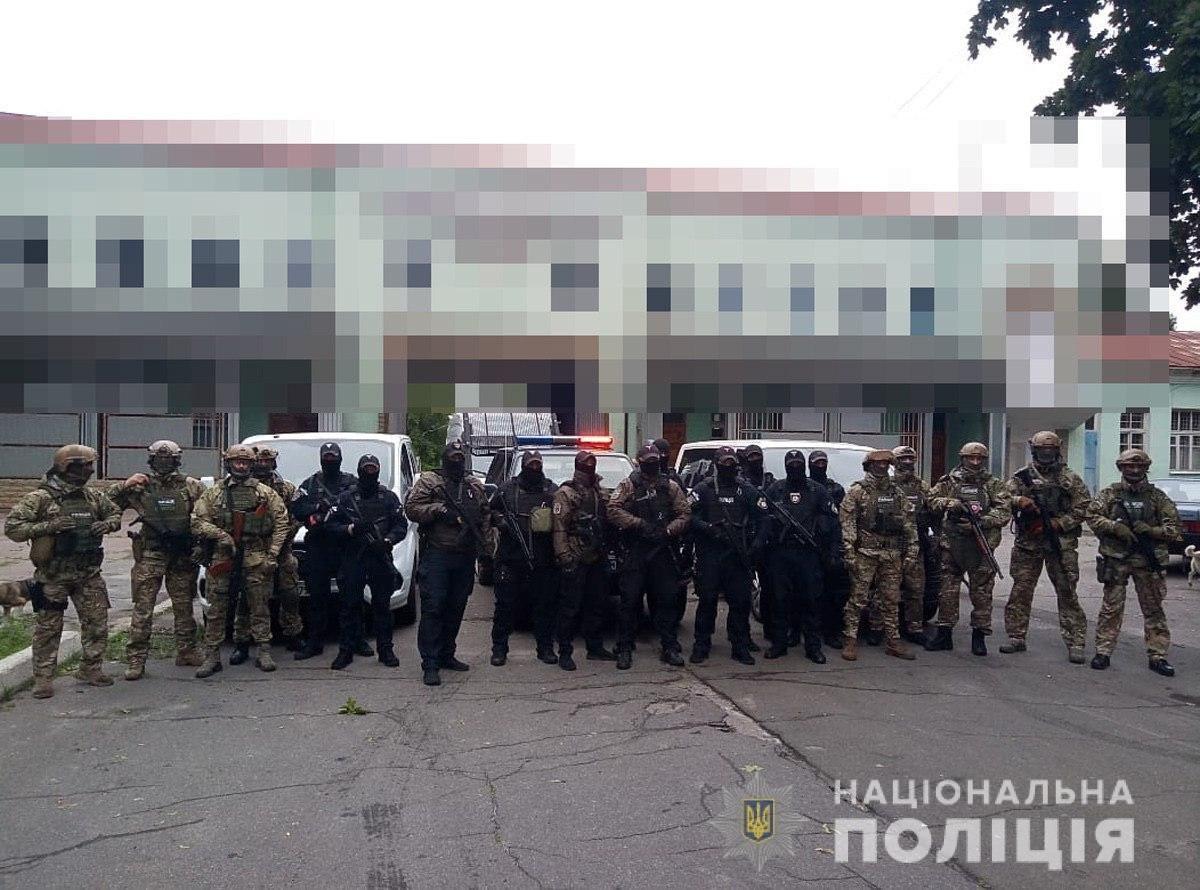 Поліція викрила злочинну організацію, учасники якої незаконно збули чотири тонни пороху з казенного підприємства у Шостці, фото-1