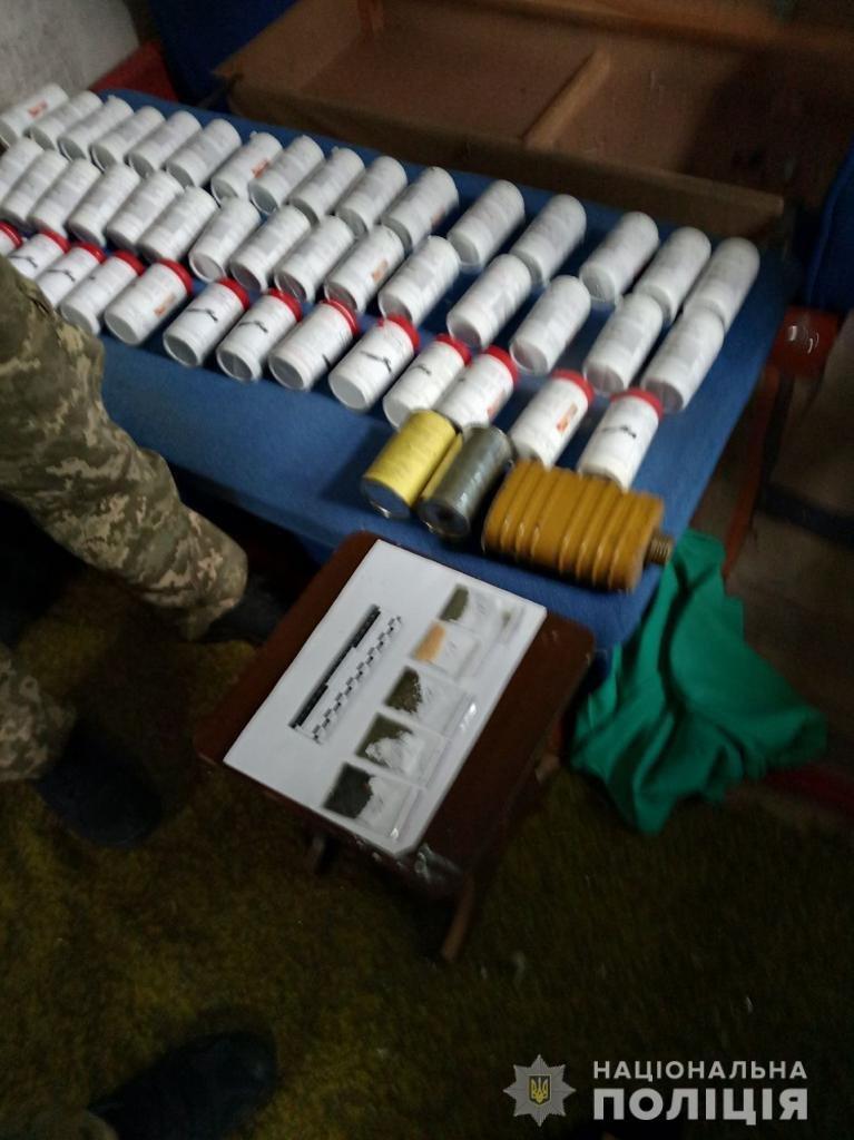 Поліція викрила злочинну організацію, учасники якої незаконно збули чотири тонни пороху з казенного підприємства у Шостці, фото-6