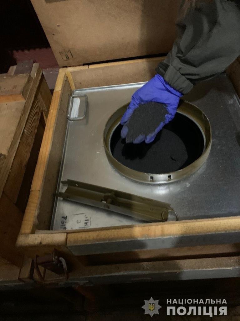 Поліція викрила злочинну організацію, учасники якої незаконно збули чотири тонни пороху з казенного підприємства у Шостці, фото-2