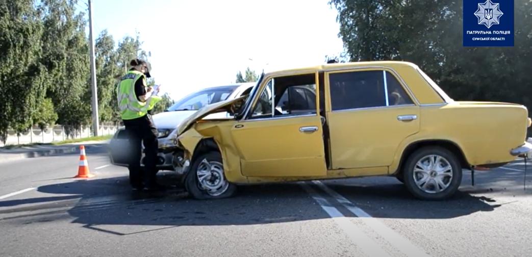 У Сумах зіткнулися два легковики: обидва водії у лікарні, фото-1