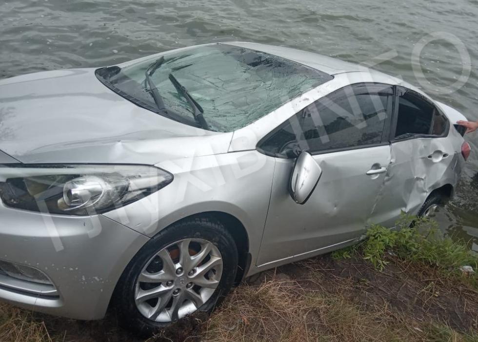 На Сумщині автівка злетіла в озеро, фото-2