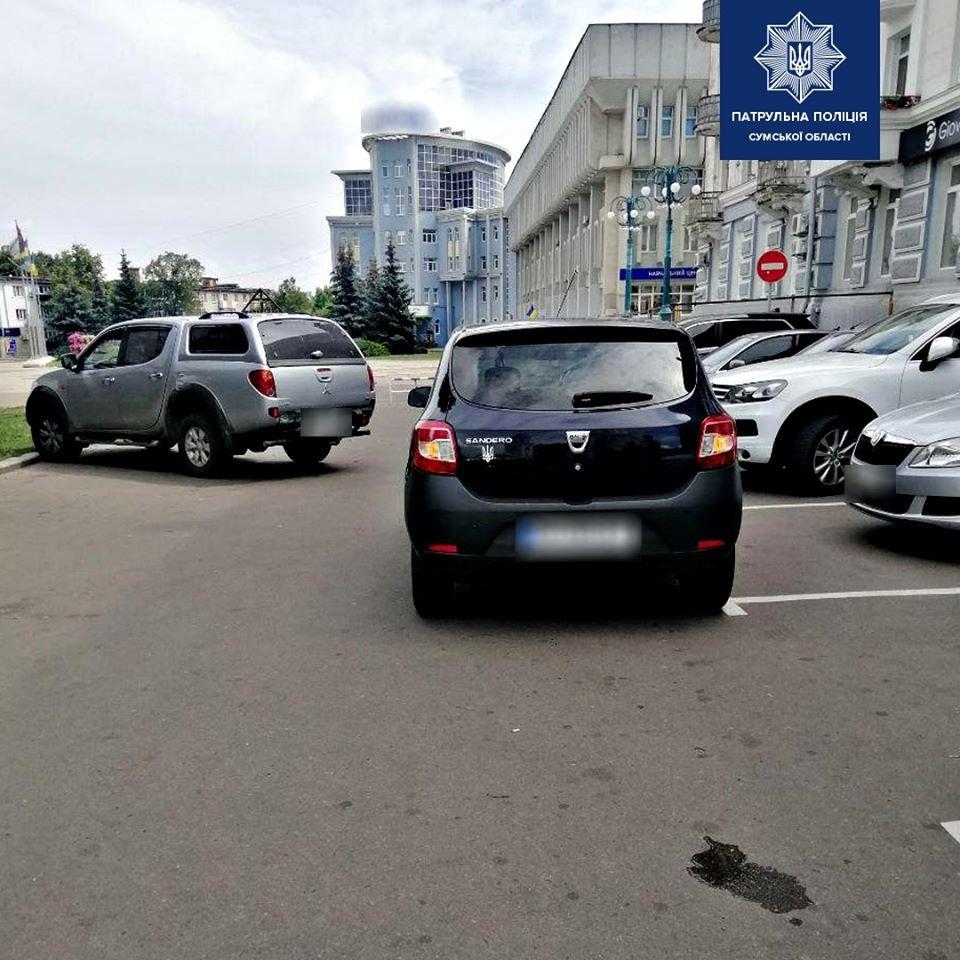 Рухався заднім ходом: у Сумах водій легкового авто наїхав на пенсіонера, фото-1