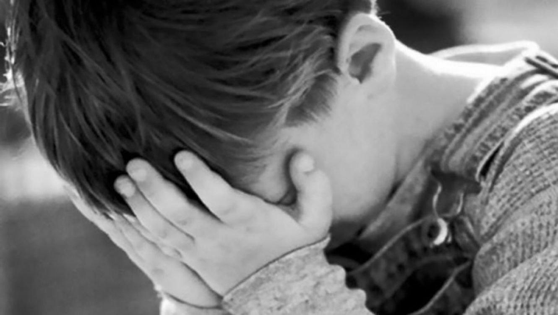 Банда підлітків, яка тримає у страху весь район Добровільної у Сумах, викладала знущання над 6-річним хлопчиком у інтернет , фото-1