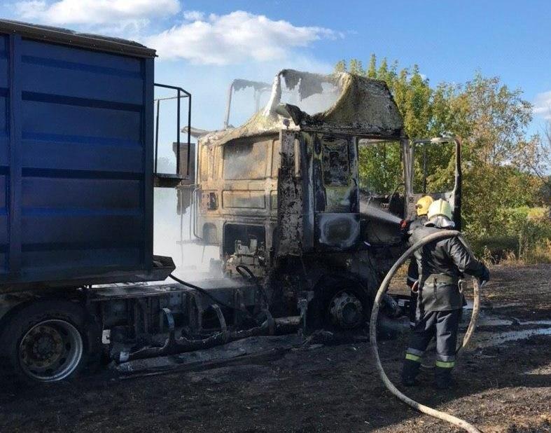 У Сумах загорілася вантажівка з зерном , фото-1