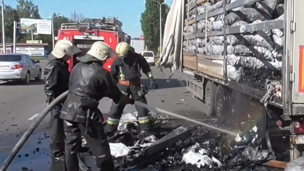 У Сумах горіла вантажівка із вугіллям, фото-1