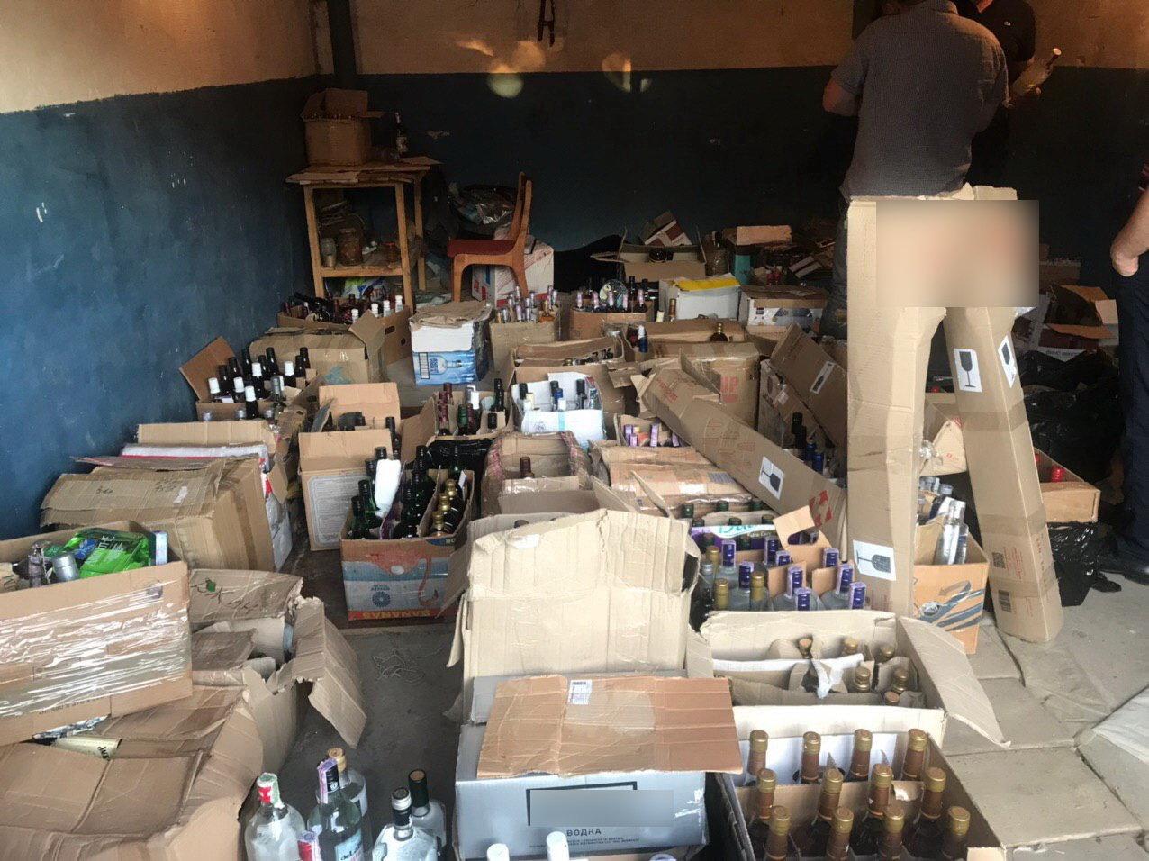 На Сумщині припинено підпільне виробництво лікеро-горілчаних виробів та цигарок , фото-2