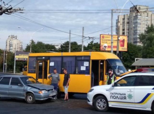 У Сумах маршрутка потрапила в ДТП, фото-1