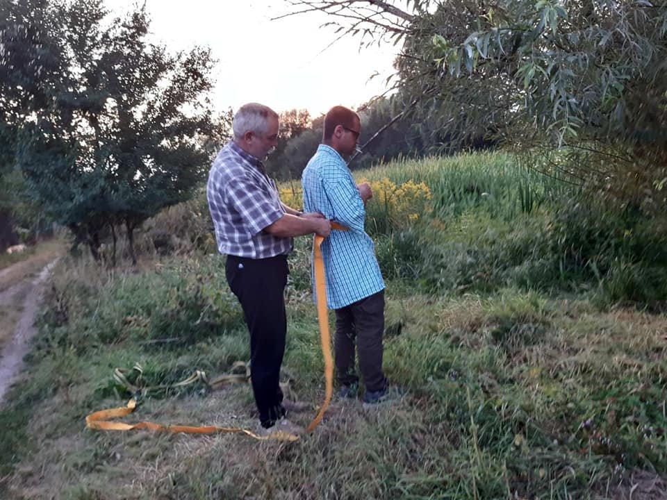 У Сумах двоє чоловіків витягли з болота собаку, фото-1