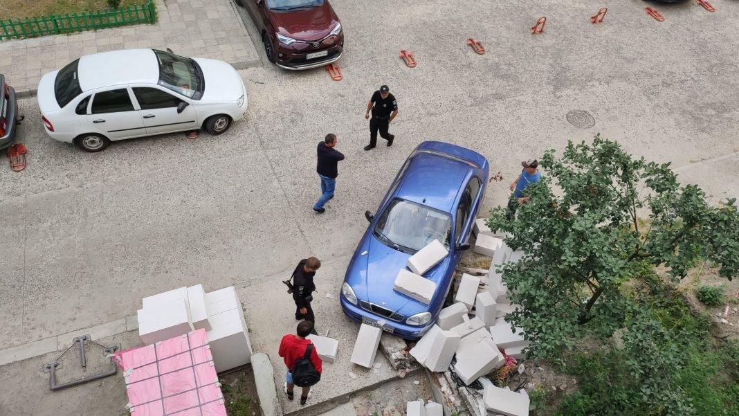У дворі багатоповерхівки у Сумах сталася незвична ДТП, фото-1