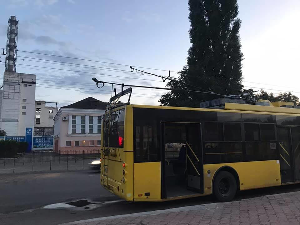 У Сумах ДТП за участю тролейбуса та фури, фото-1