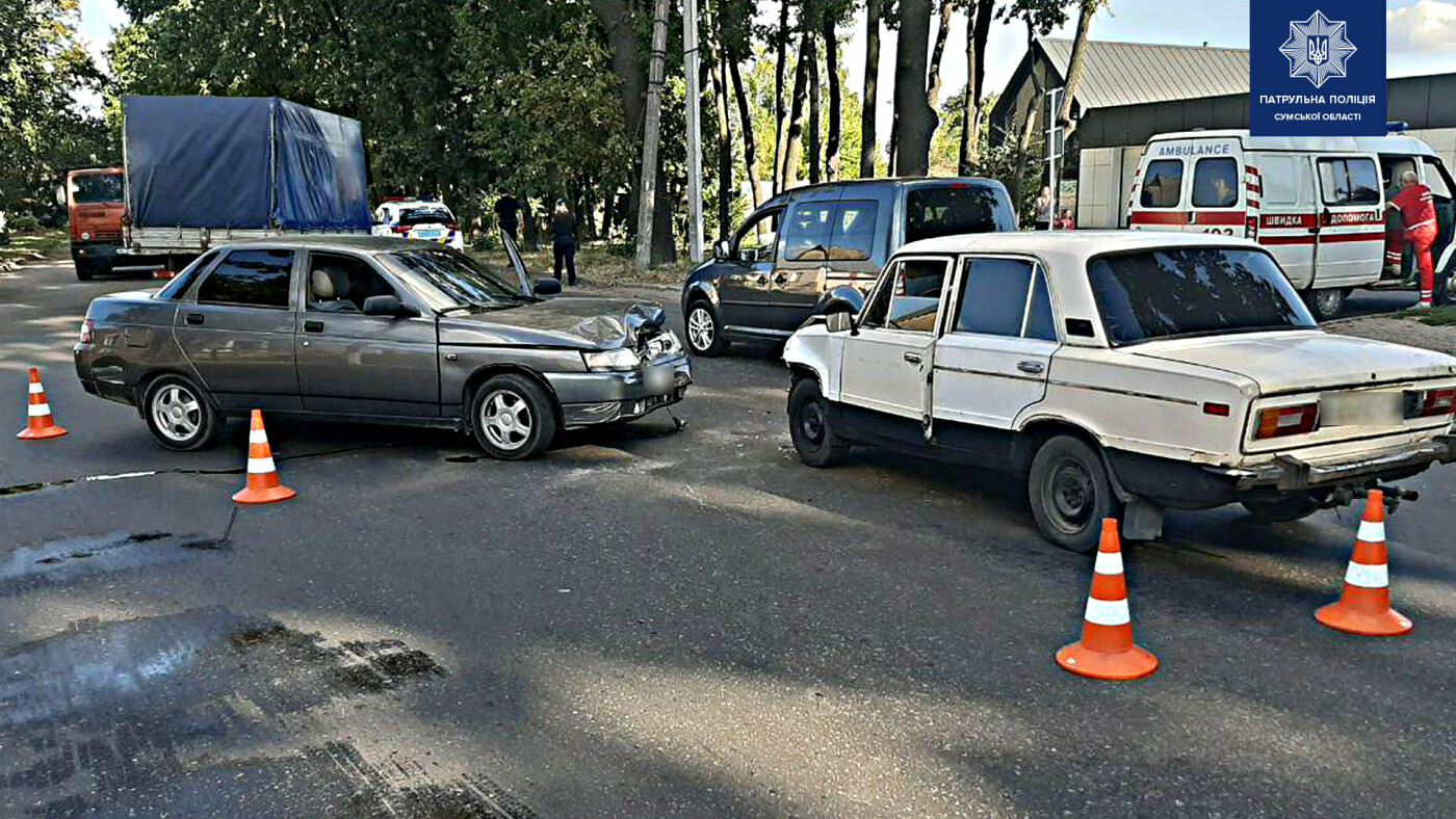 На перехресті в Сумах сталася ДТП: двоє людей травмовані, фото-1