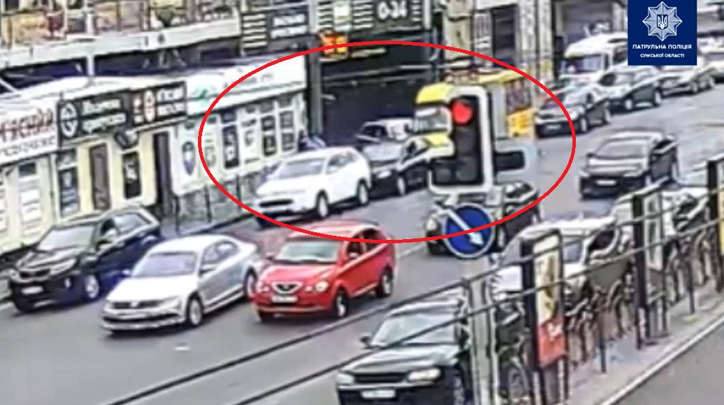 На Покровській площі у Сумах сталася ДТП за участі трьох авто, фото-1