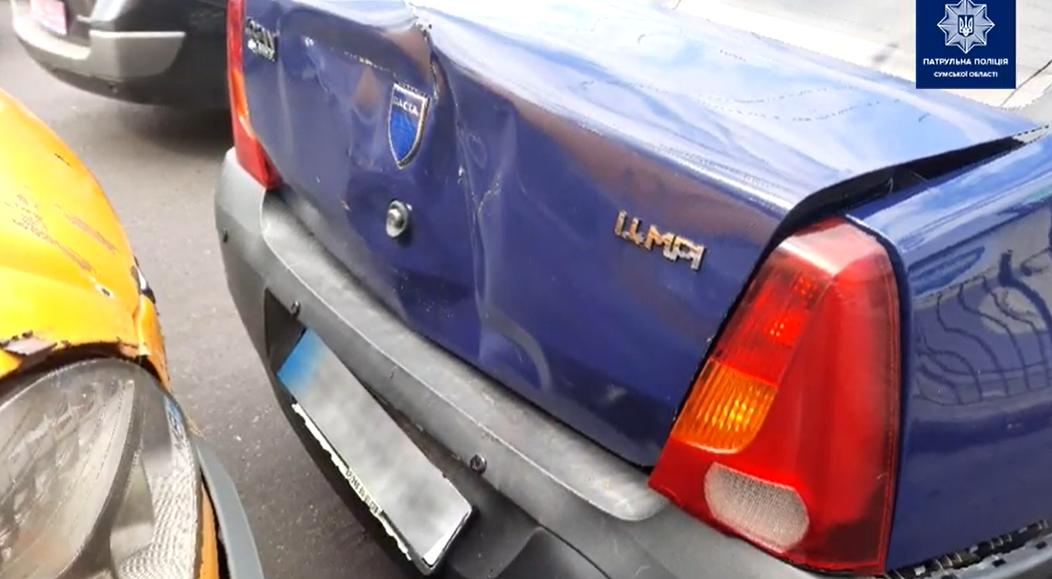 На Покровській площі у Сумах сталася ДТП за участі трьох авто, фото-3