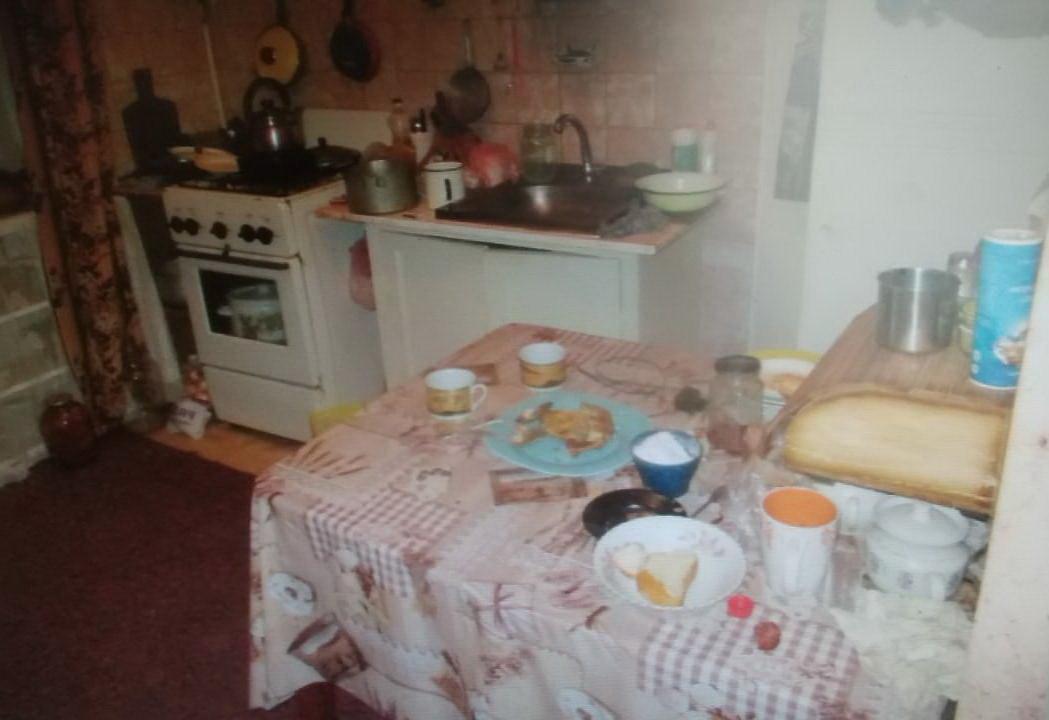 Мати думала, що син спить: на Сумщині труп чоловіка кілька днів пролежав у квартирі, фото-1