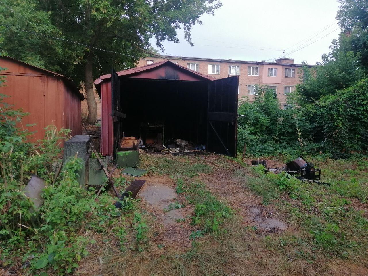 У Сумах рятувальники не допустили загоряння трьох гаражів, фото-1