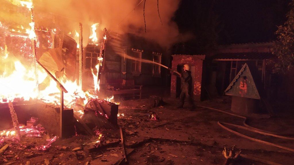 На Сумщині під час пожежі врятовано 22-річну мати, 4-місячне немовля та 4-річного хлопчика , фото-1