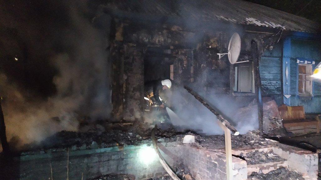 На Сумщині під час пожежі врятовано 22-річну мати, 4-місячне немовля та 4-річного хлопчика , фото-3