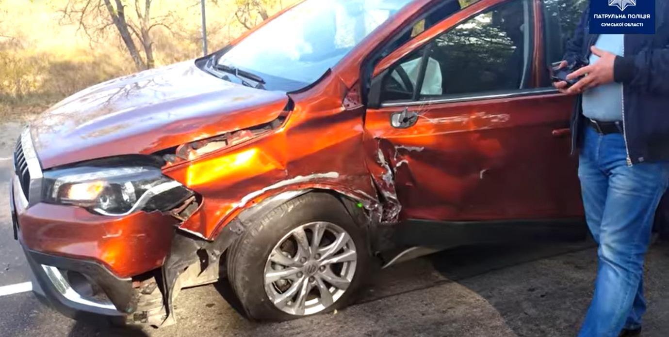 Недотримання безпечного бокового інтервалу: на Сумщині зіткнулись Suzuki та Mercedes, фото-2