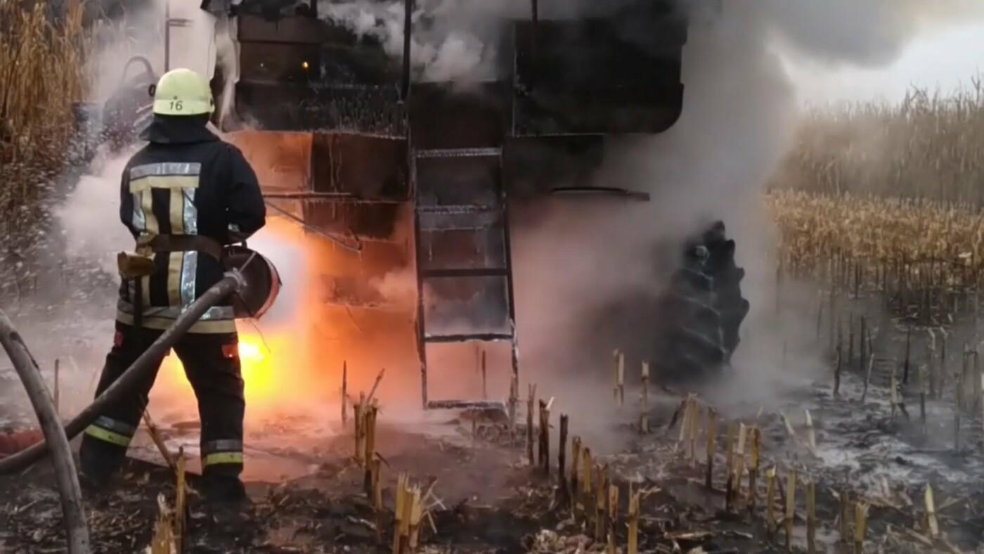 На Сумщині вогнеборці приборкували загоряння комбайна , фото-2