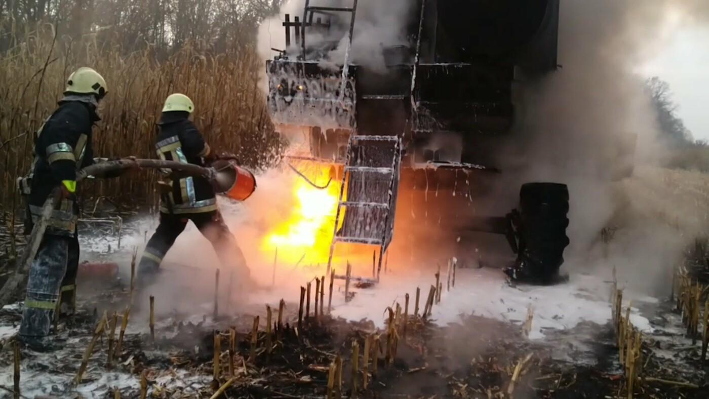 На Сумщині вогнеборці приборкували загоряння комбайна , фото-1