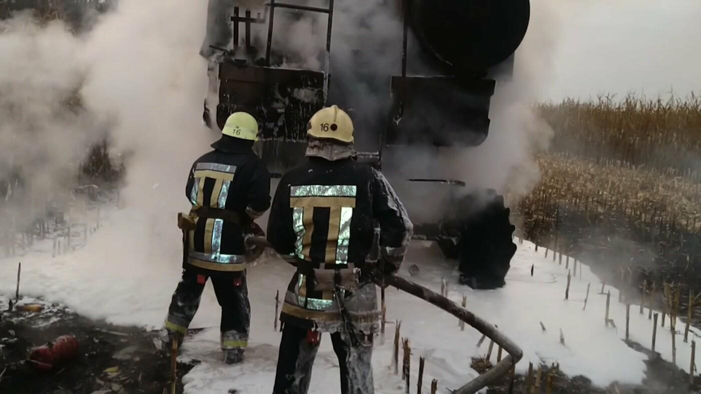 На Сумщині вогнеборці приборкували загоряння комбайна , фото-3