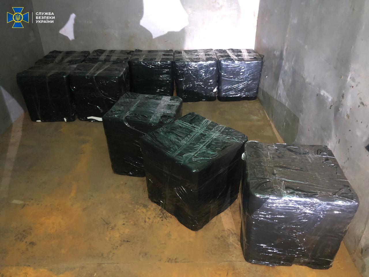 На Сумщині СБУ блокувала нелегальне ввезення червоної ікри з РФ на майже мільйон гривень, фото-1