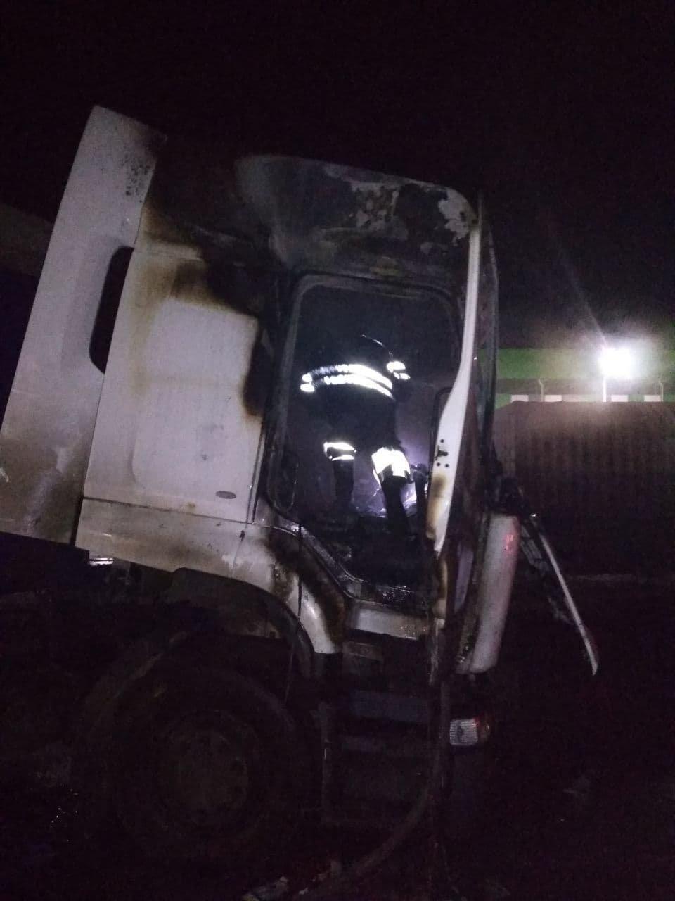 На Сумщині горіла вантажівка з кукурудзою, фото-3