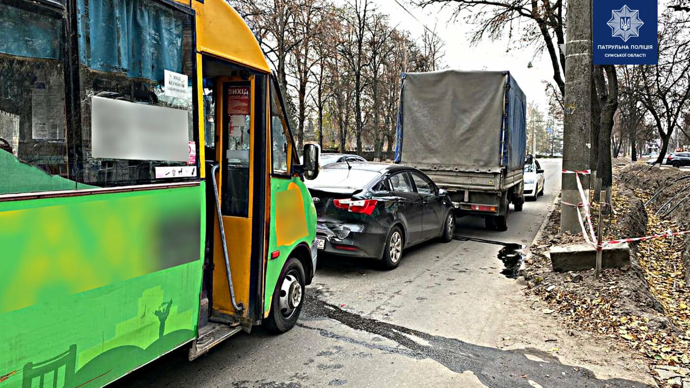 У Сумах сталася потрійна ДТП за участю маршрутки, фото-1