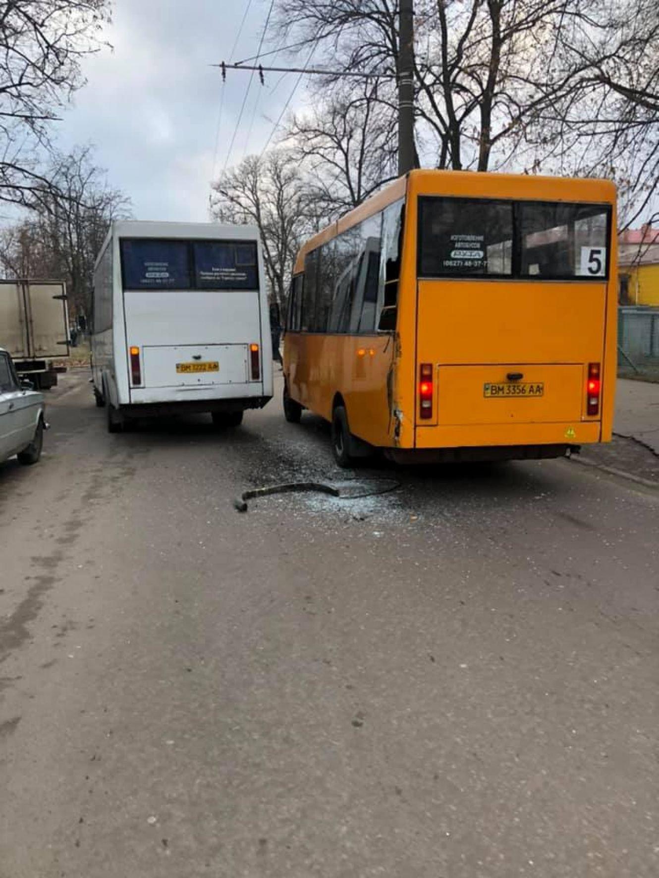 У Сумах зіткнулись дві маршрутки, фото-1