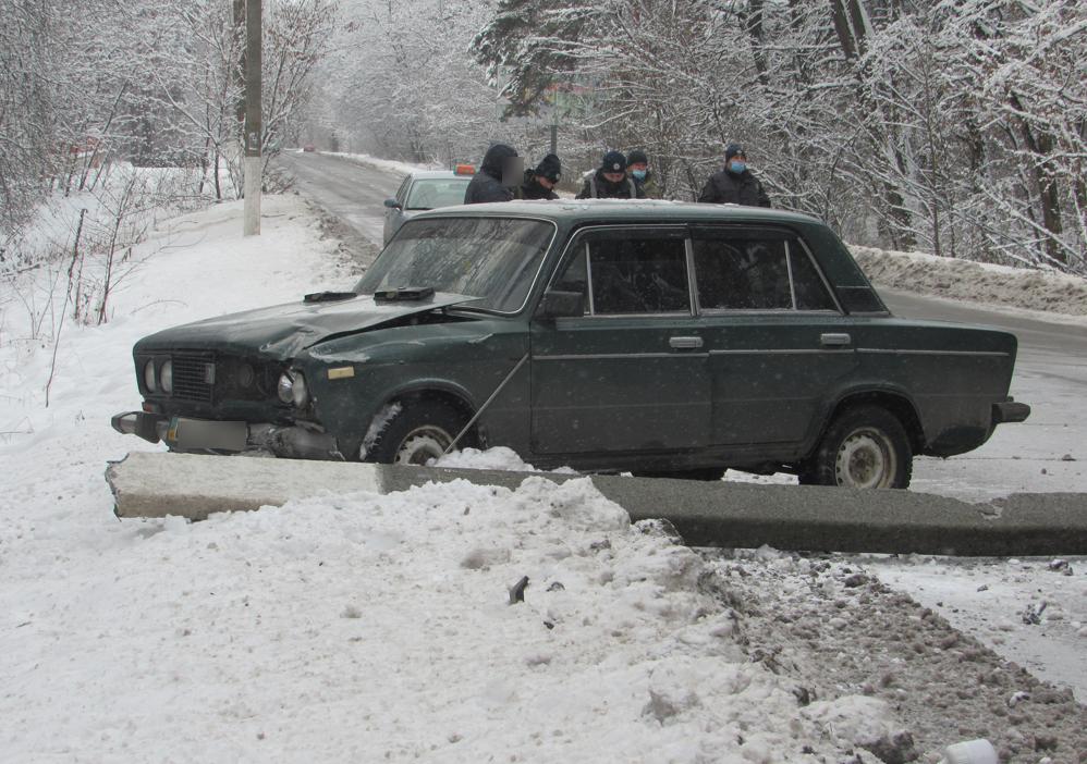 На Сумщині автомобіль збив стовп , фото-2