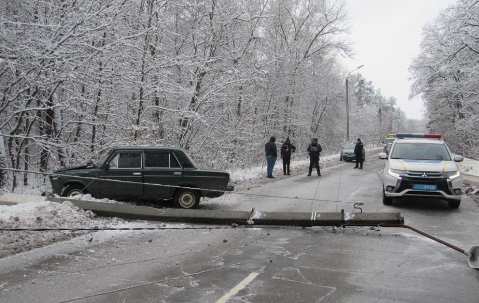На Сумщині автомобіль збив стовп , фото-1