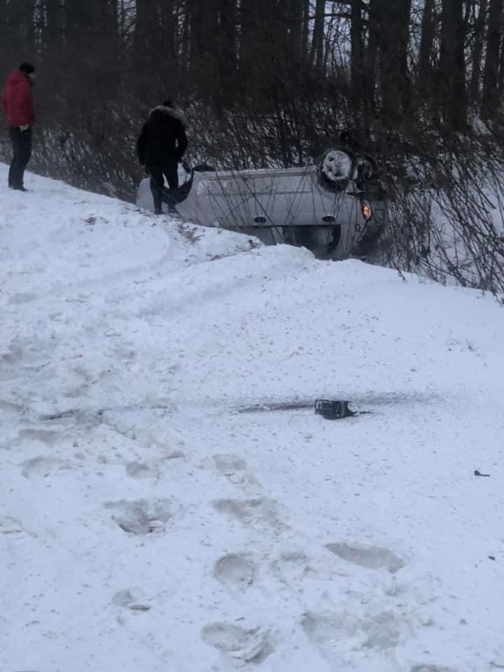 Під Сумами перекинувся автомобіль, фото-3