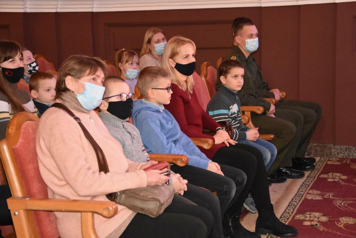 У Сумах дітям загиблих героїв на Сході України вручили обереги «Батьківське серце», фото-6