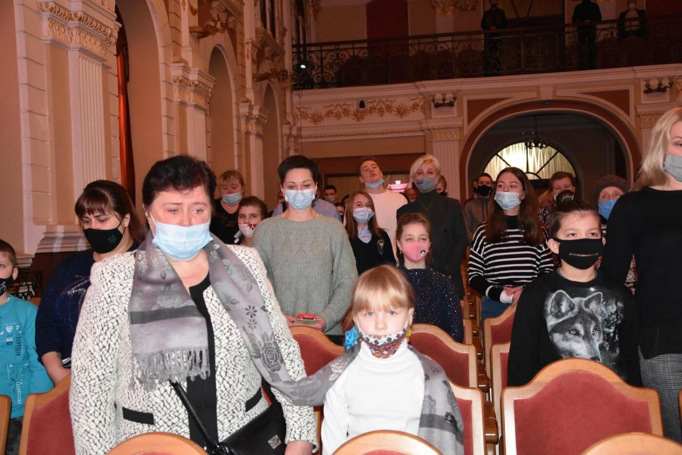 У Сумах дітям загиблих героїв на Сході України вручили обереги «Батьківське серце», фото-5