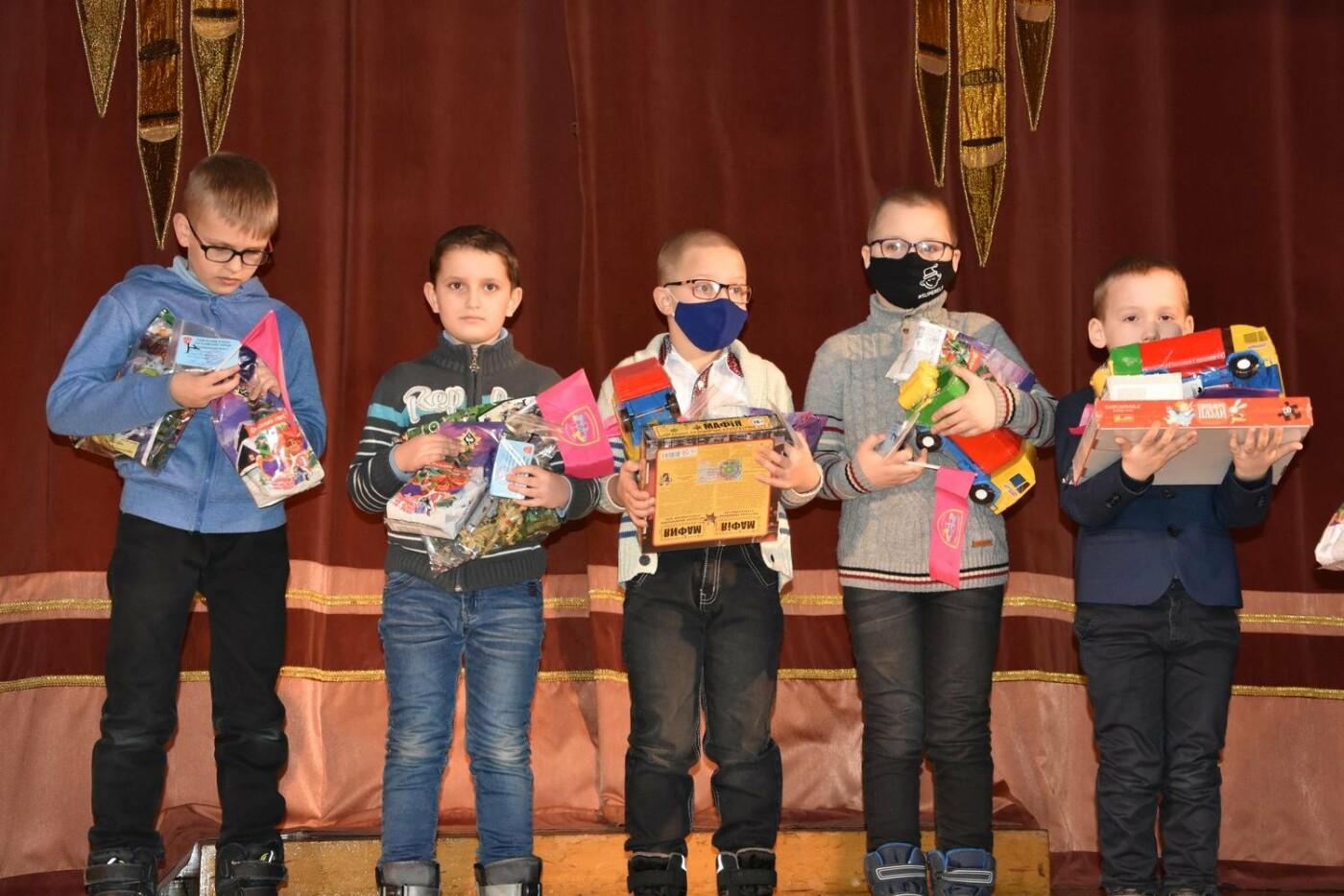 У Сумах дітям загиблих героїв на Сході України вручили обереги «Батьківське серце», фото-4