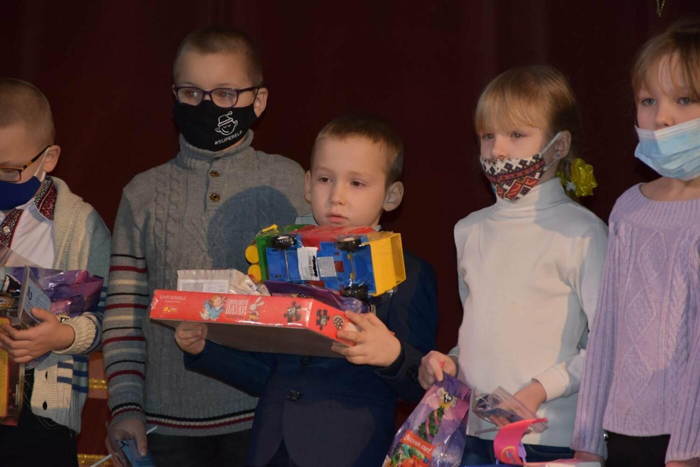 У Сумах дітям загиблих героїв на Сході України вручили обереги «Батьківське серце», фото-3