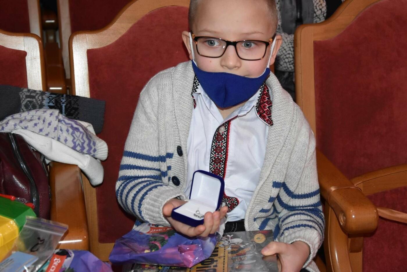 У Сумах дітям загиблих героїв на Сході України вручили обереги «Батьківське серце», фото-7