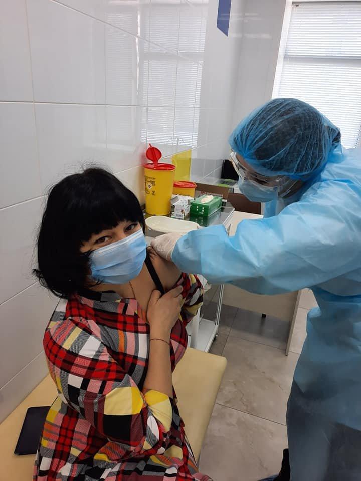 У Сумах від COVID-19 щепили 55 медпрацівників дитячої лікарні Святої Зінаїди , фото-3