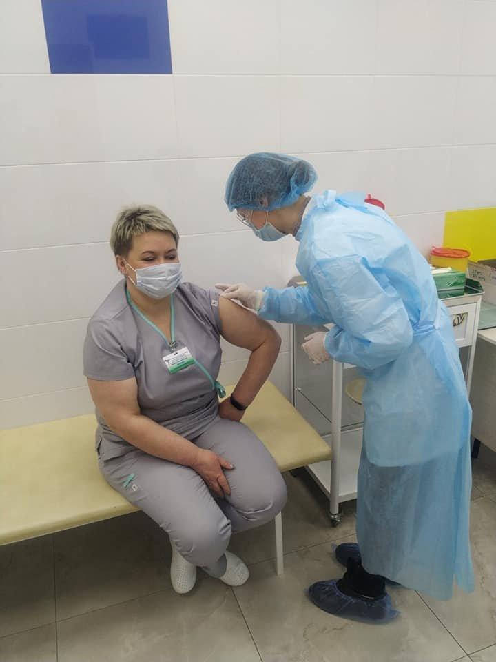 У Сумах від COVID-19 щепили 55 медпрацівників дитячої лікарні Святої Зінаїди , фото-2
