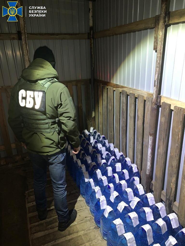 На Сумщині СБУ підозрює трьох мешканців регіону у масштабній реалізації спирту сумнівної якості , фото-3
