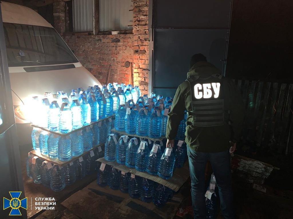 На Сумщині СБУ підозрює трьох мешканців регіону у масштабній реалізації спирту сумнівної якості , фото-2