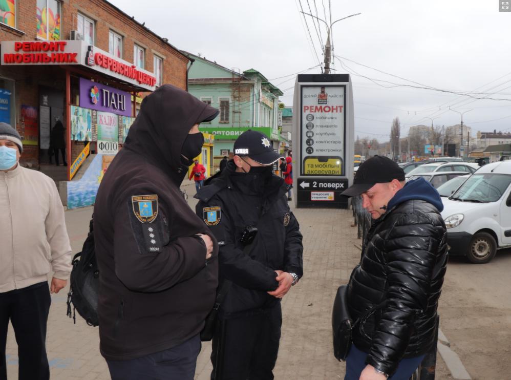 У Сумах на службі 28 груп із контролю за дотриманням маскового режиму, фото-3