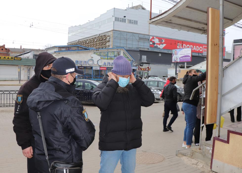 У Сумах на службі 28 груп із контролю за дотриманням маскового режиму, фото-2